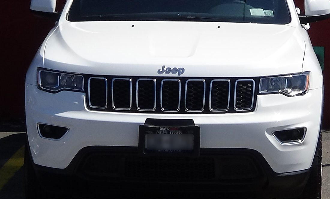 jeep being repaired in autobody shop